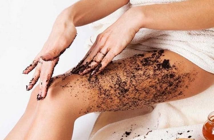 предотвратить появление вросших волос на ногах после шугаринга часто помогает скрабирование.