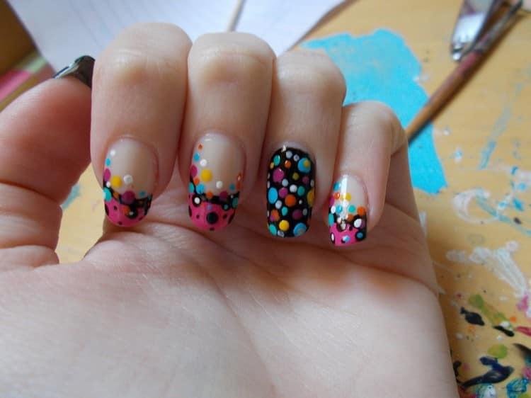 А на этом фото яркие ноги, дизайн ярких ногтей.