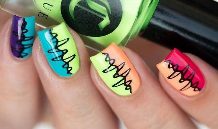 Посмотрите фото дизайна ногтей в ярких летних цветах.