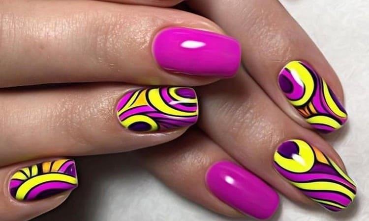 А вот фото очень яркого дизайна ногтей.