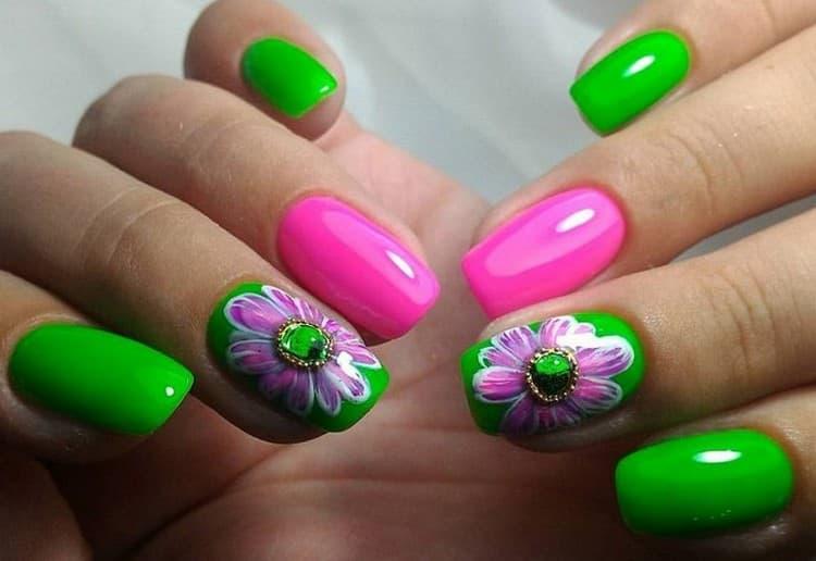А вот еще один дизайн очень ярких ногтей.