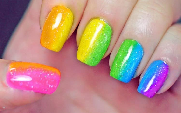 А вот еще фото очень яркого дизайна ногтей.