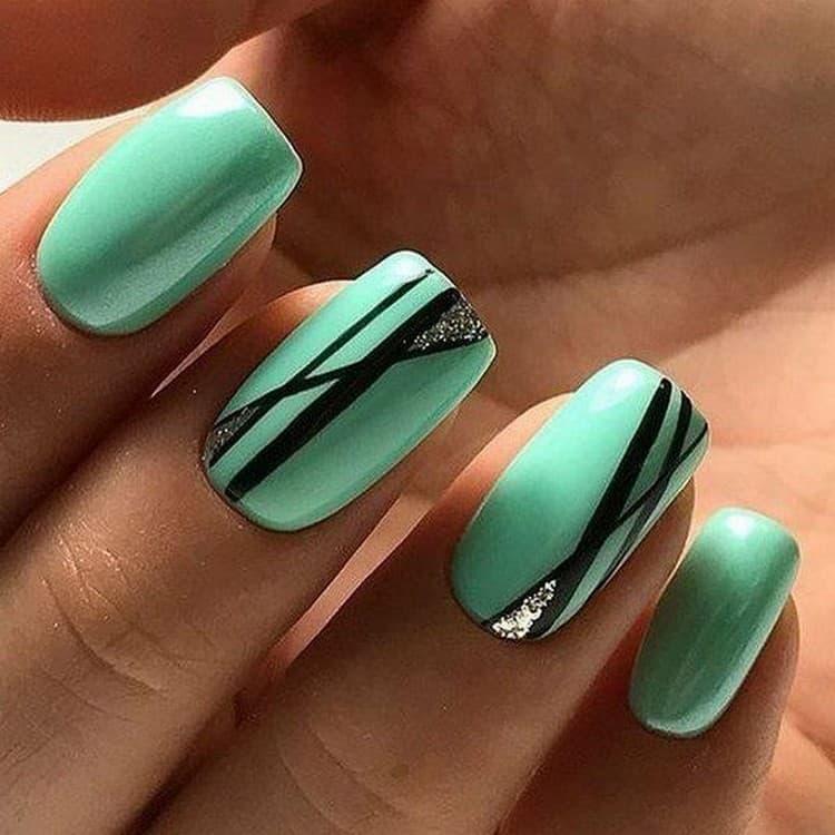 А вот минималистический дизайн ногтей в ярком выполнении