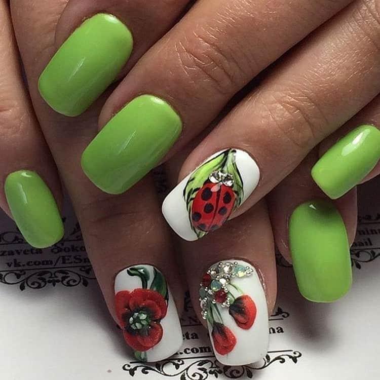 Оригинальный дизайн ногтей ярко-зеленого цвета.