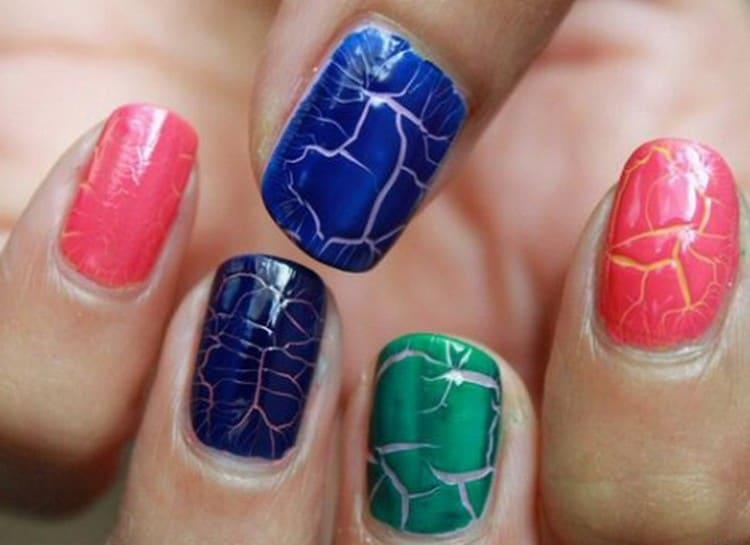 А вот дизайн ярко-синих ногтей.