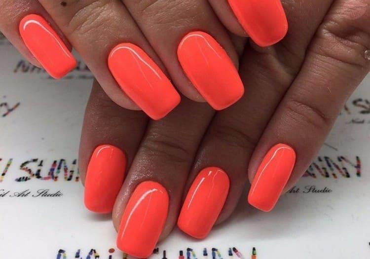 А вот ярко-оранжевый дизайн ногтей.