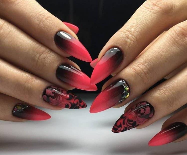 А вот фото яркого дизайна для острых ногтей.