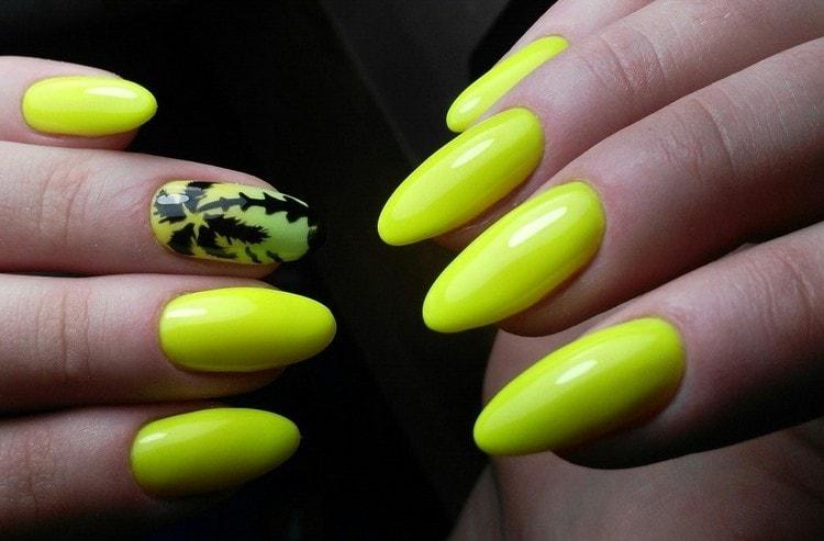 Яркий дизайн актуален и при наращивании ногтей.