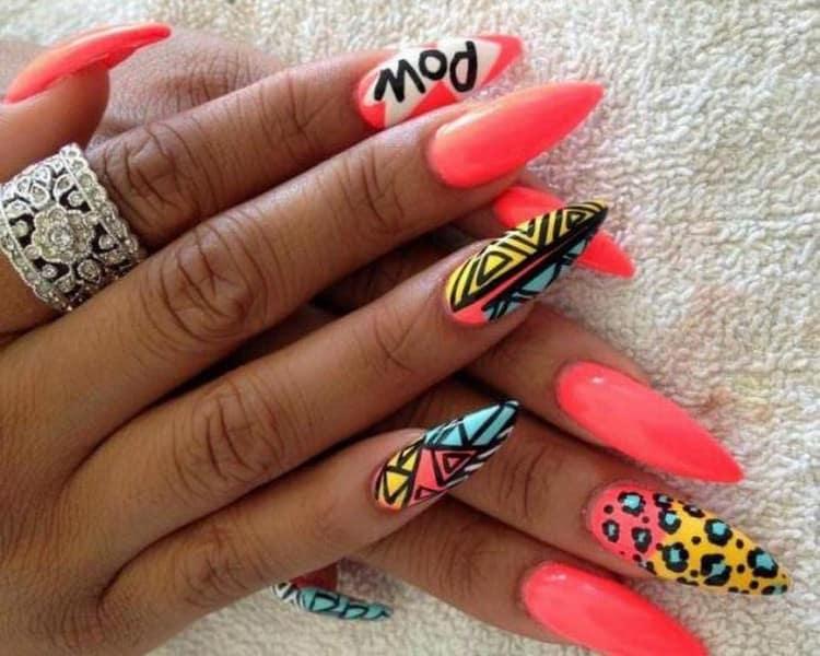 Очень яркий дизайн на длинные ногти.