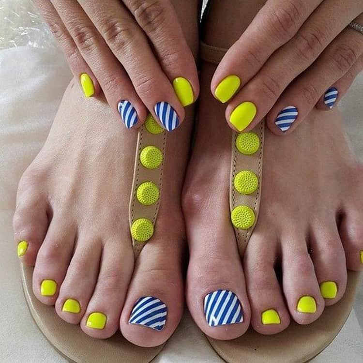 Маникюр можно удачно сочетать с дизайном ногтей на ногах.