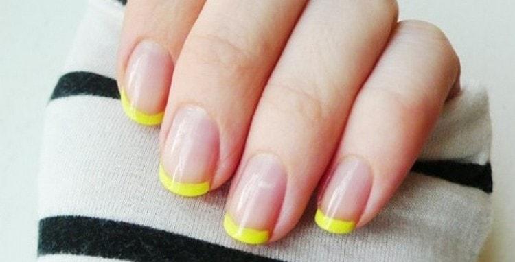 даже на коротких ногтях такой маникюр выглядит очень стильно.