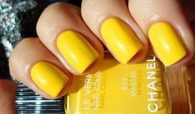 Поговорим о дизайне ногтей с желтым цветом.