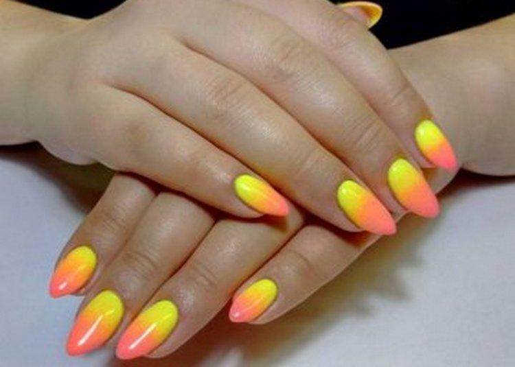 для лета будет актуальным дизайн ногтей оранжевый и желтый.