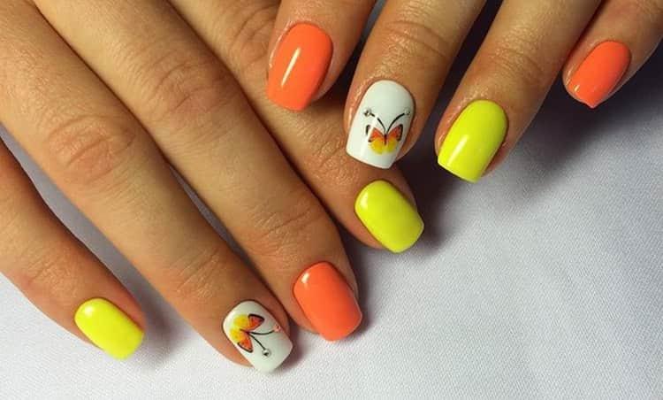 А вот и бабочки в желто-оранжевом маникюре.