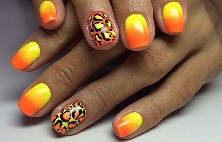 Еще один вариант желто-оранжевого дизайна ногтей.