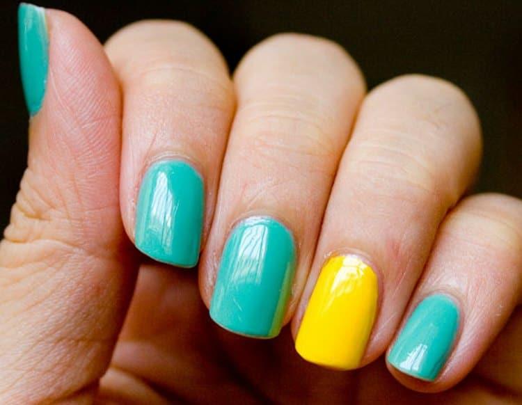 Посмотрите на фото красивого желто-зеленого дизайна ногтей.