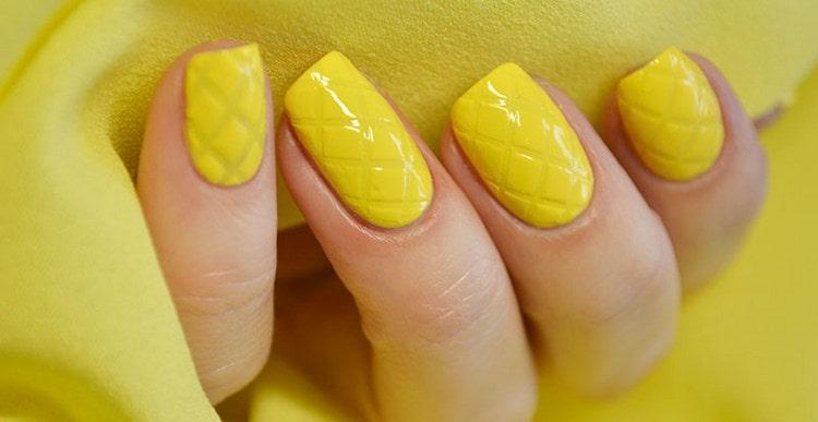 Посмотрите фото новинок дизайна ногтей желтого цвета.