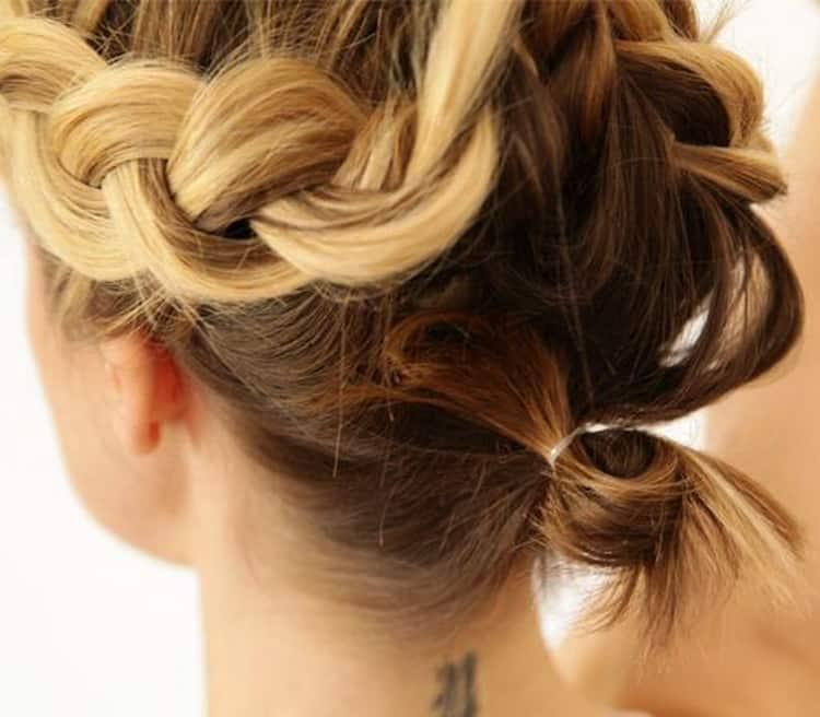 Как делается красивая прическа на короткие волосы своими руками