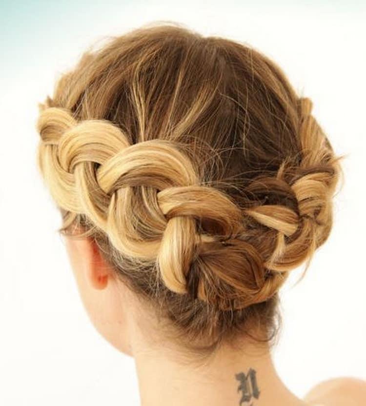 Все о том как  сделать красивую прическу на короткие волосы