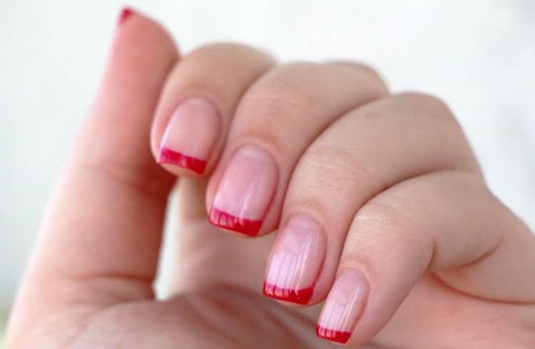 Как делается красный френч на ногтях