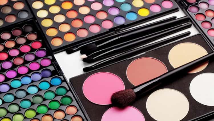 Все о том как сделать макияж под карие глаза и темные волосы
