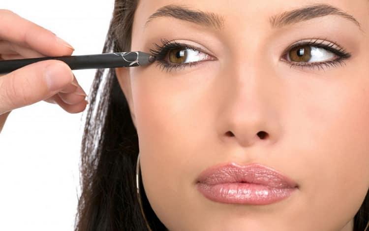 Как сделать дневной макияж под карие глаза и темные волосы