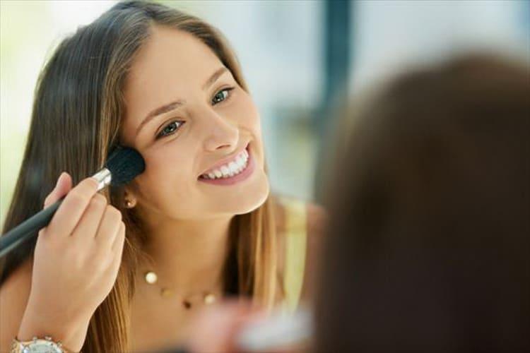 Как выбрать макияж для светло-голубых глаз и светлых волос
