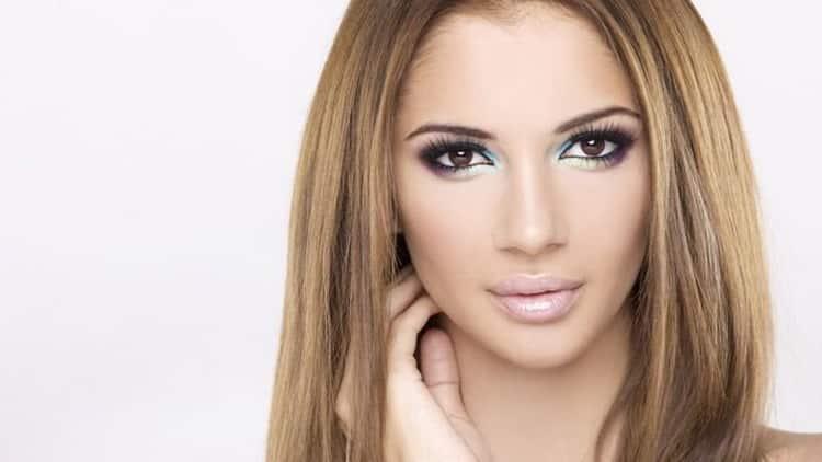 Простой макияж для светло-голубых глаз и светлых волос