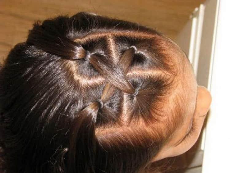 Как выглядит простая прическа для девочки на средние волосы
