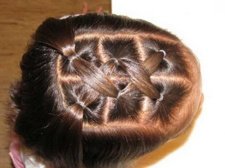 Как выглядят легкие прически на средние волосы для девочек