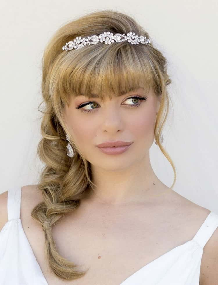 Как сделать красивые свадебные прически на средние волосы