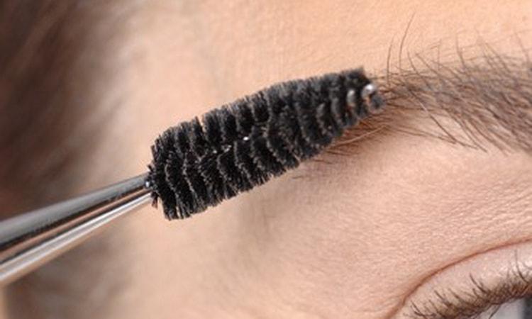 Как правильно пользоваться тушью для бровей