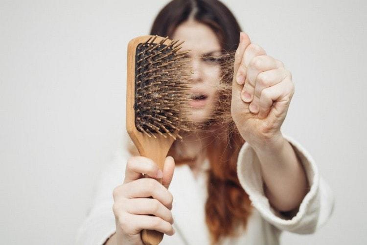 Этот комплекс показан тем, кто столкнулся с такими проблемам как выпадение волос, сухость кожи головы, перхоть, излишняя жирность.