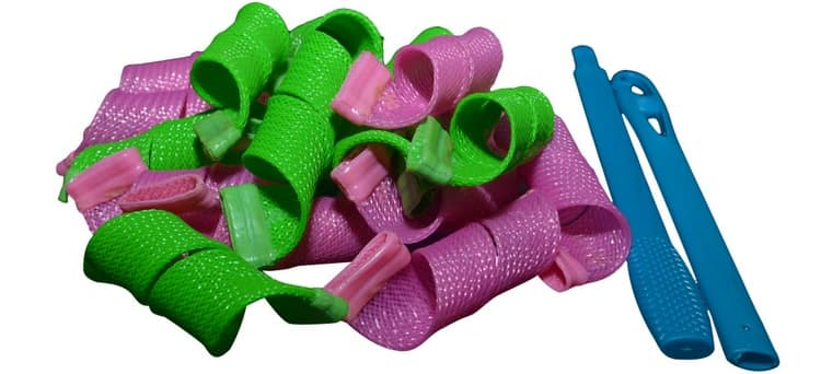 Большой популярностью пользуются тканевые спиральные бигуди.