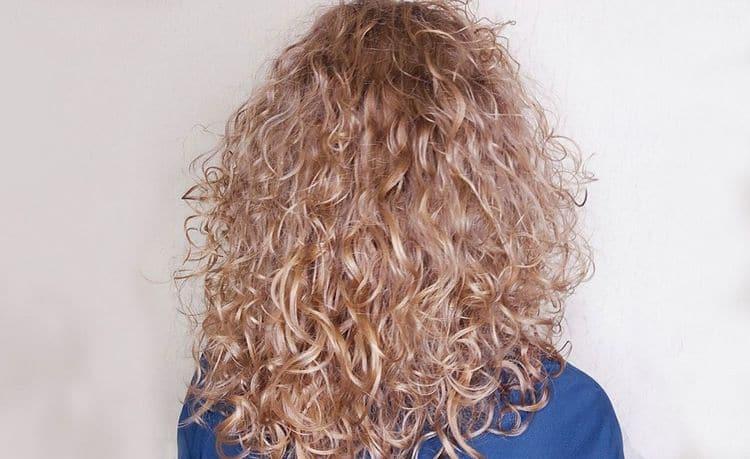 Посмотрите фото биохимической завивки волос крупными локонами.
