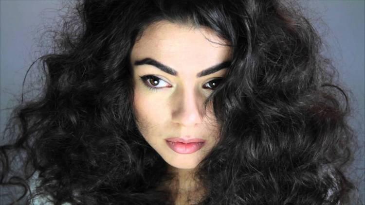 Узнайте, сколько держится биозавивка волос крупными локонами.