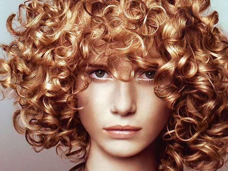 Такая биозавивка подходит на разную длину волос.
