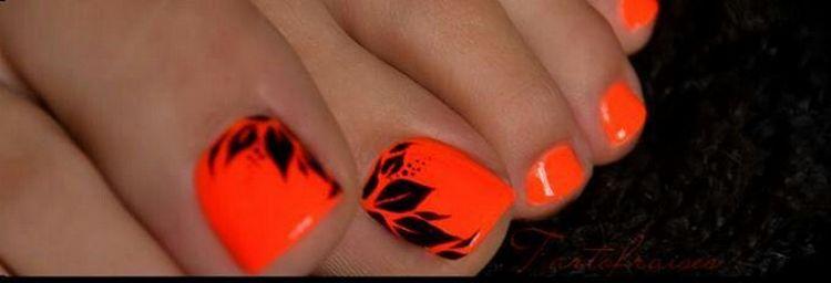 А можно сделать красивые рисунки черным цветом на оранжевом фоне.