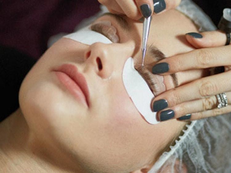 При лечебной процедуре используется раствор с большим количеством полезных веществ.