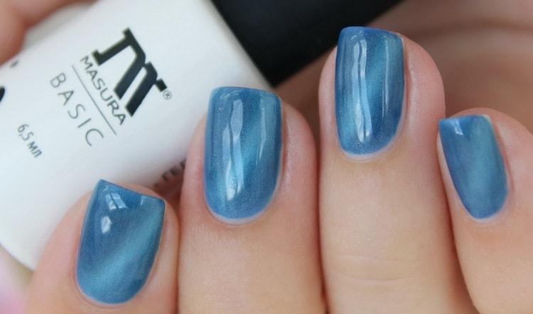 очень красиво выглядит нежный голубой на ногтях.