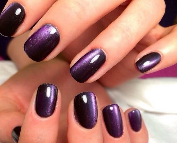 Глубокий фиолетовый подойдет для вечернего маникюра.