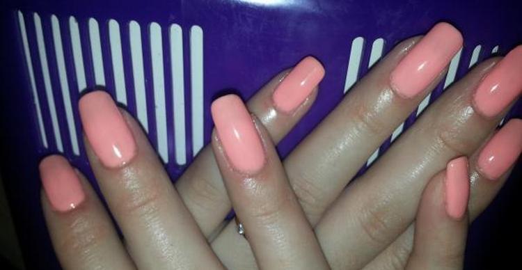"""В отличие от лака для ногтей от Эйвон """"Гель эффект"""", которые тоже имеет немало положительных отзывов, Блюскай не вызывает аллергии."""