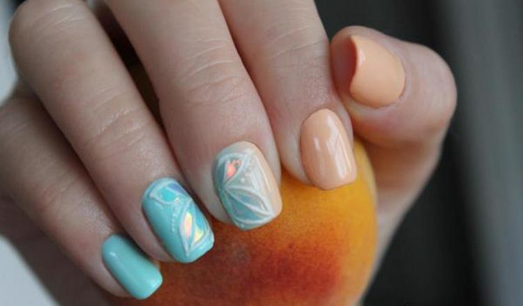 При помощи этого покрытия можно делать на ногтях чудные рисунки.