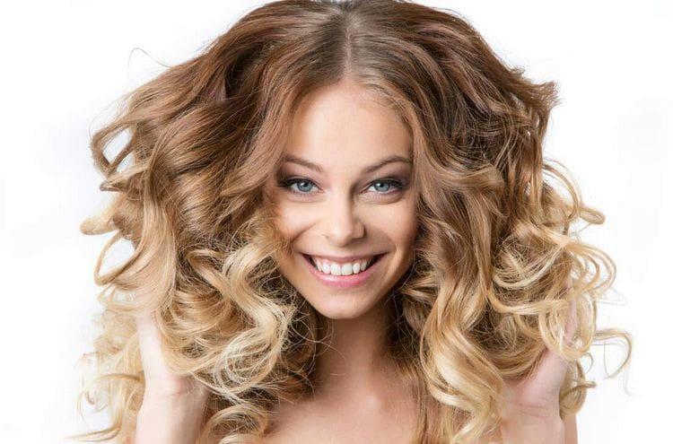 Посмотрите фото легкой химии на длинные волосы.