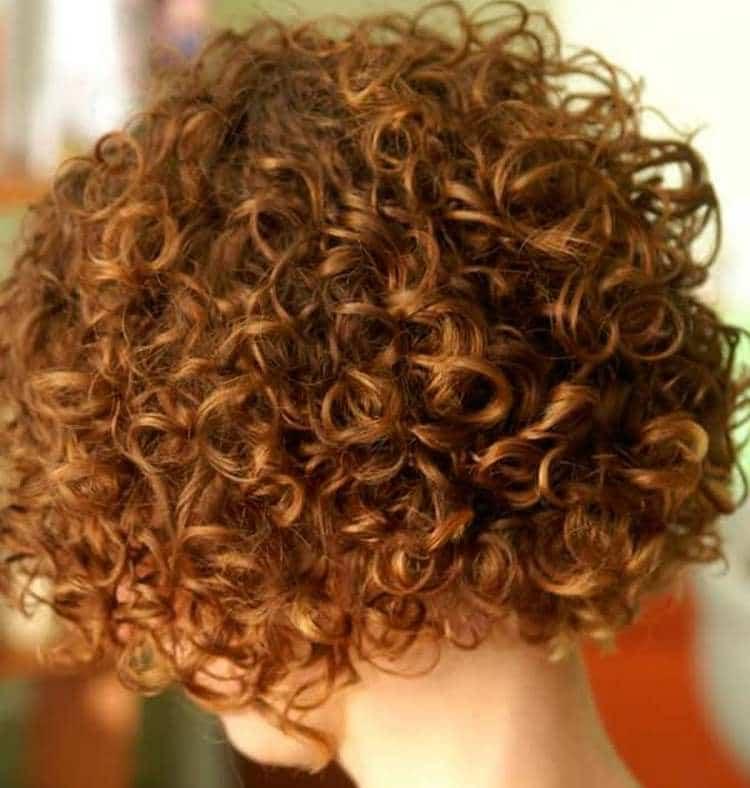Очень красивой получается вертикальная химия на короткие волосы.