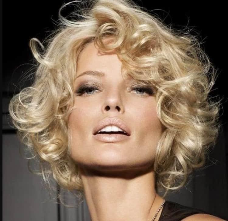 Посмотрите также фото химии на короткие волосы с крупными локонами.