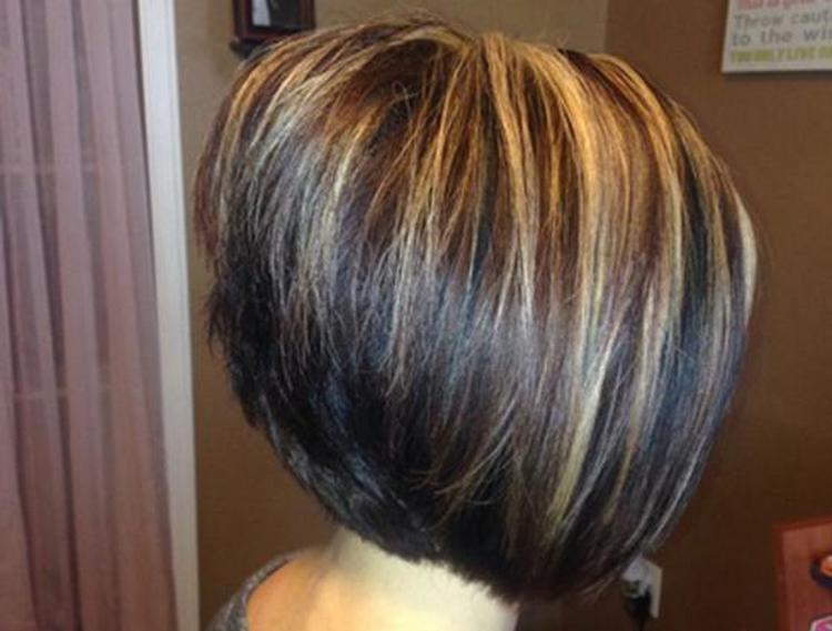 В идеале красить волосы желательно у профессионального мастера.