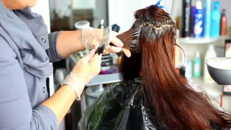 Узнайте, как часто можно красить волосы безаммиачной краской.