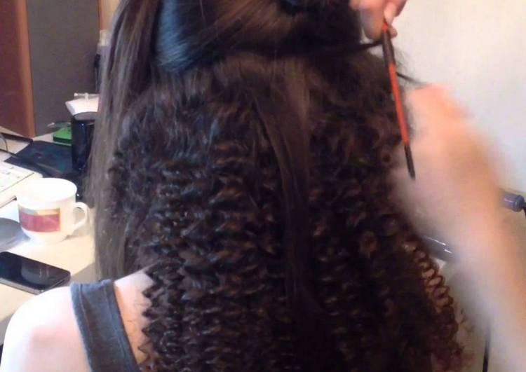 Посмотрите, как правильно завивать волосы утюжком, чтобы получить африканские завитушки.