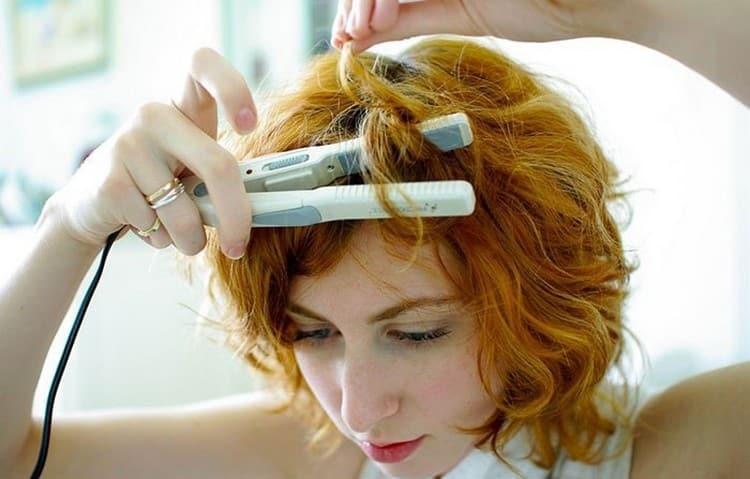 Посмотрите также, как завить короткие волосы утюжком.